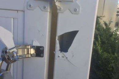 broken-vinyl-fence-post-at-the-hinge-of-the-gate